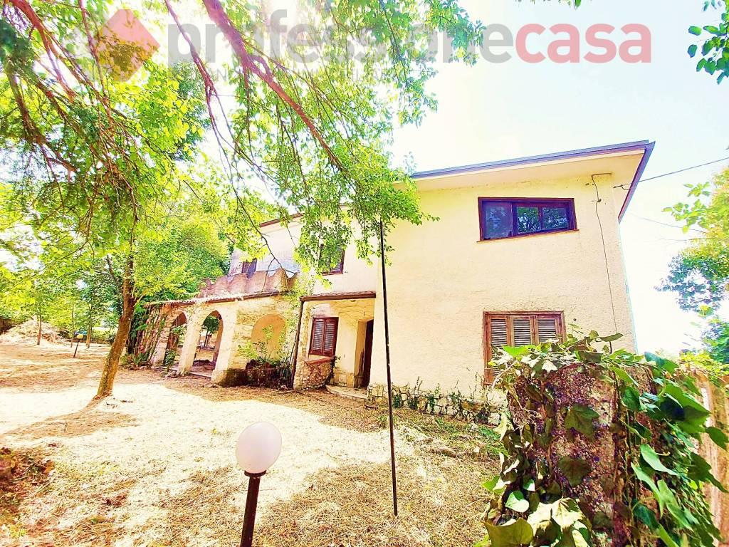 Villa in vendita a Pignataro Interamna, 6 locali, prezzo € 98.000   CambioCasa.it
