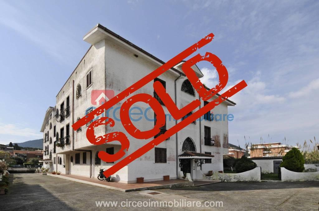 Appartamento in buone condizioni arredato in vendita Rif. 4519111