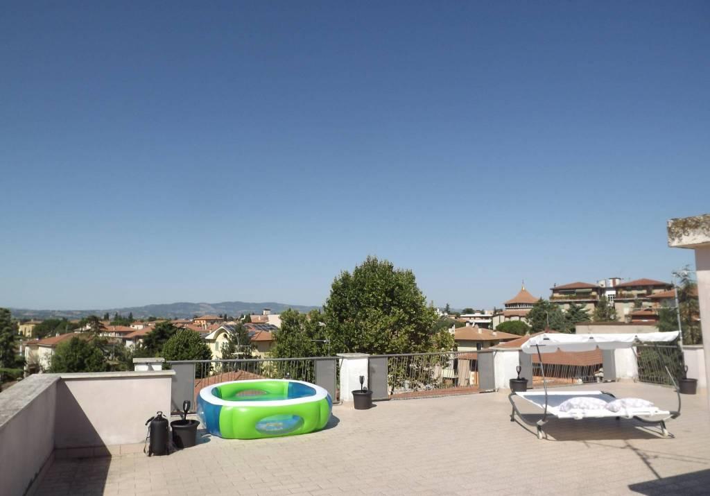 Appartamento in vendita a Foligno, 7 locali, prezzo € 150.000 | PortaleAgenzieImmobiliari.it