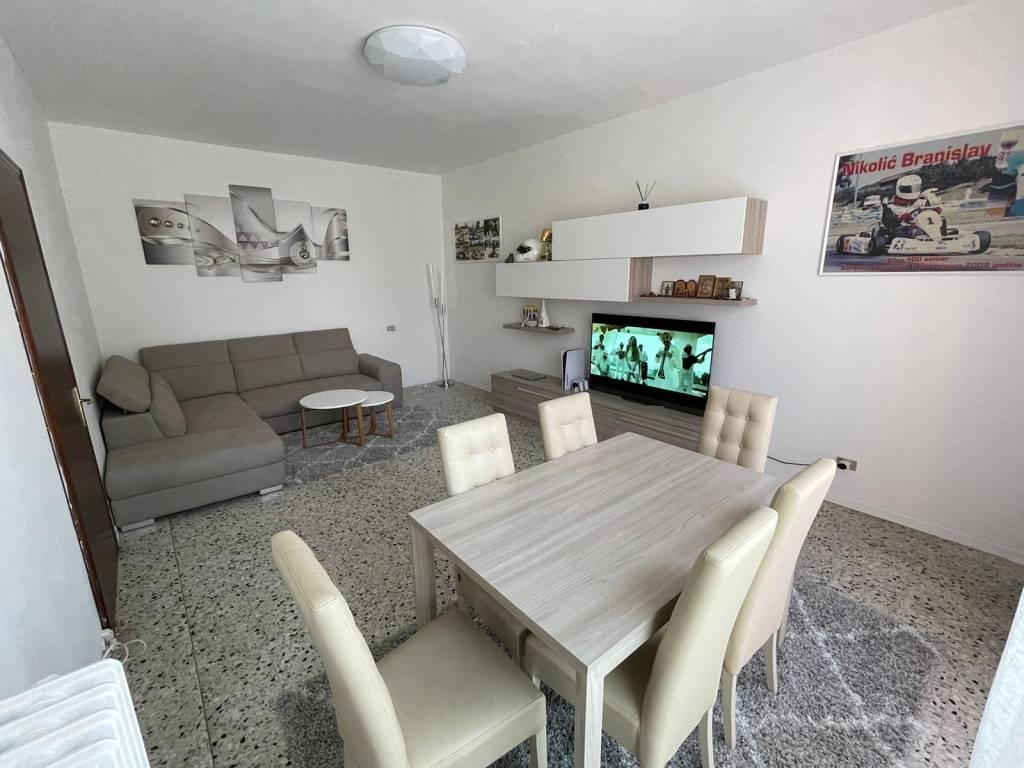 Villa in vendita a Viadana, 6 locali, prezzo € 110.000 | CambioCasa.it