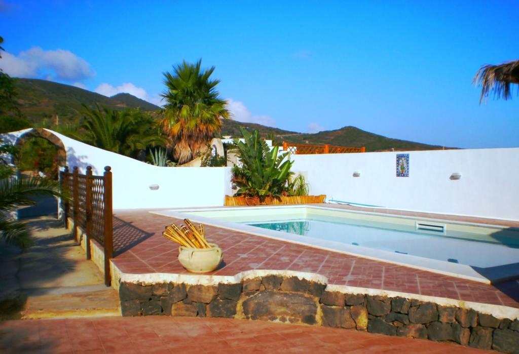 Villa in vendita a Pantelleria, 8 locali, prezzo € 420.000   CambioCasa.it