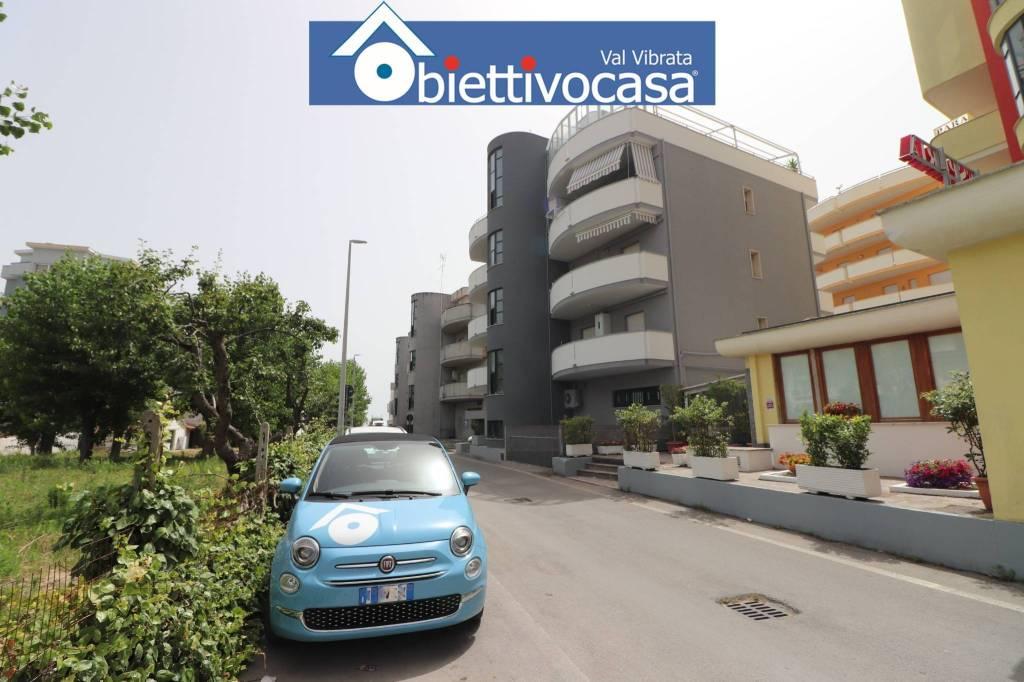 Appartamento in buone condizioni arredato in affitto Rif. 5277407
