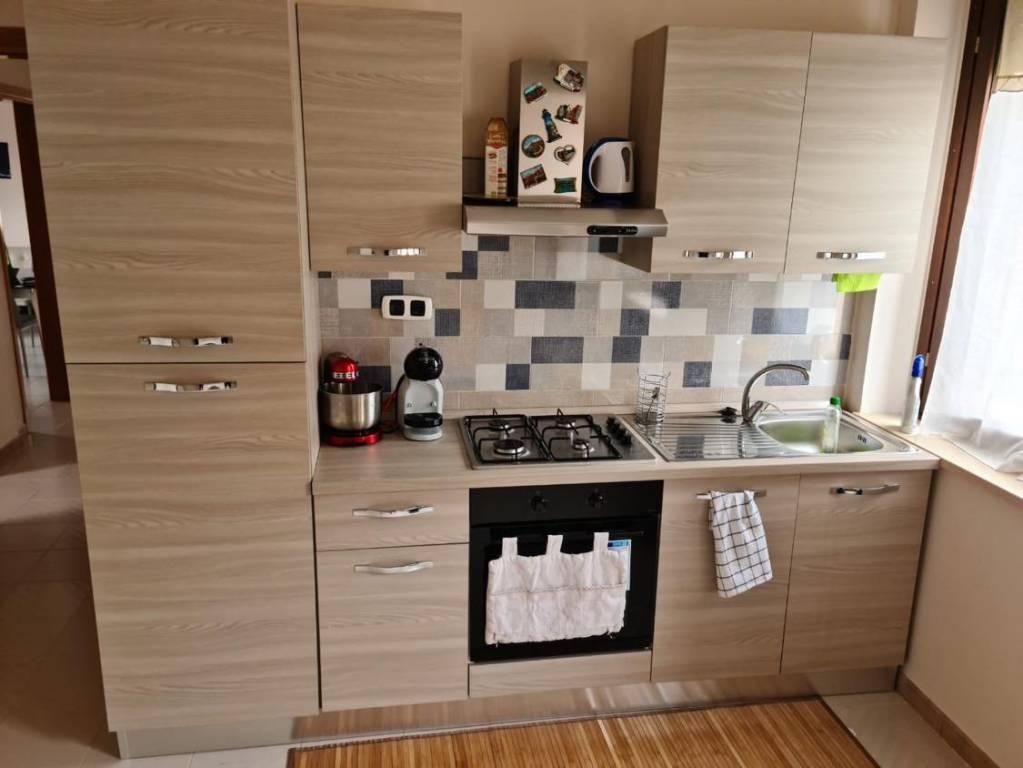 Appartamento in buone condizioni in affitto Rif. 8038063