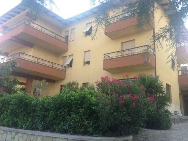 Casa indipendente in Vendita a Magione: 5 locali, 384 mq