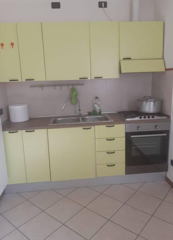 Appartamento in buone condizioni arredato in affitto Rif. 8649346