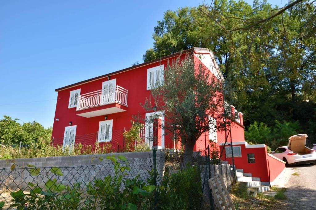 Villa in vendita a Nereto, foto 0