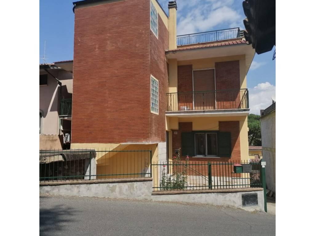 Appartamento in vendita a San Cesareo, 3 locali, prezzo € 149.000   CambioCasa.it