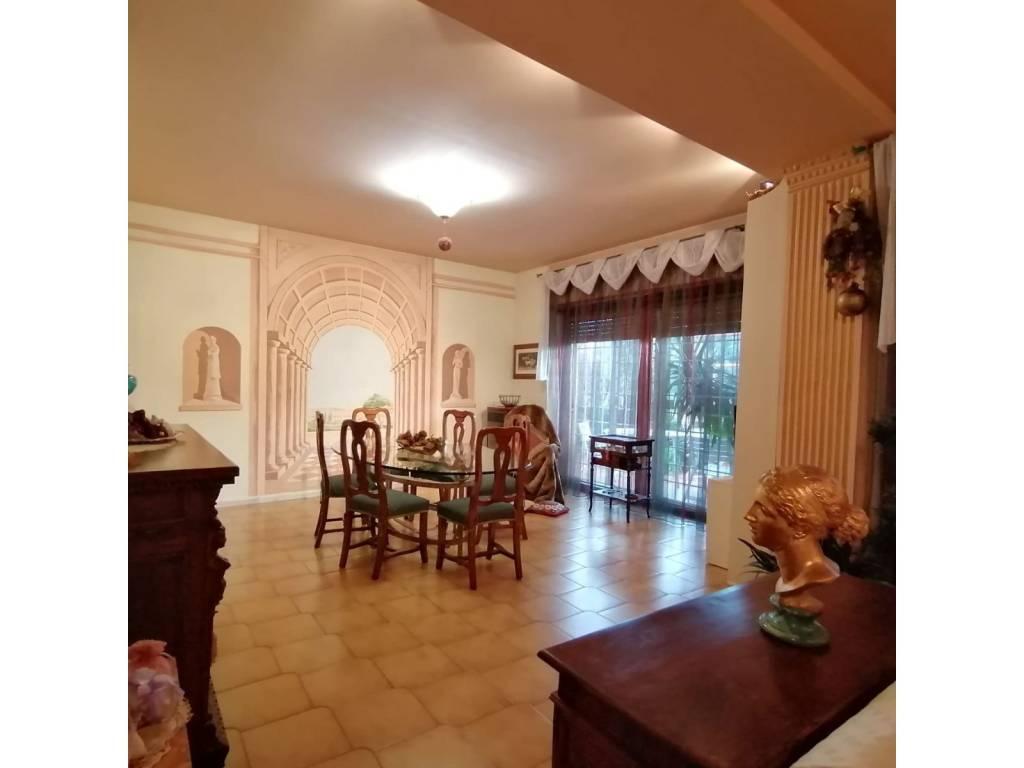 Appartamento in vendita a San Cesareo, 5 locali, prezzo € 235.000   CambioCasa.it