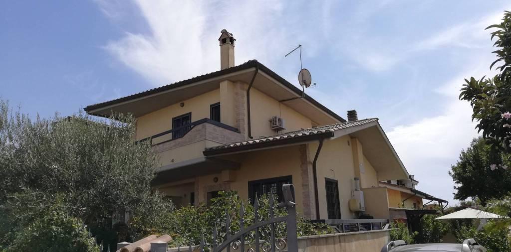 Villa in vendita a Roma, 3 locali, zona Zona: 39 . Lido di Ostia, Ostia, Castel Fusano, Torre Paterno, prezzo € 199.000 | CambioCasa.it