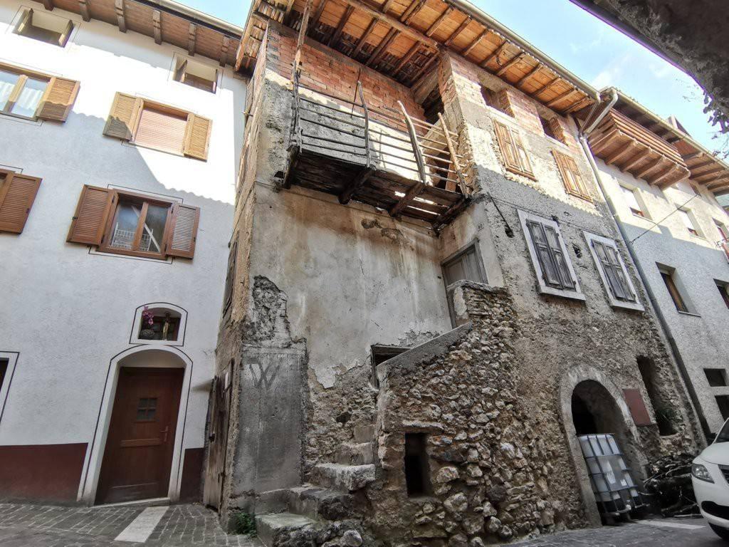 Soluzione Indipendente in vendita a Cimone, 10 locali, prezzo € 85.000 | PortaleAgenzieImmobiliari.it