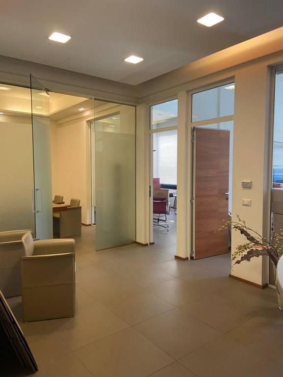 Ufficio / Studio in vendita a Sassuolo, 4 locali, prezzo € 149.000   CambioCasa.it