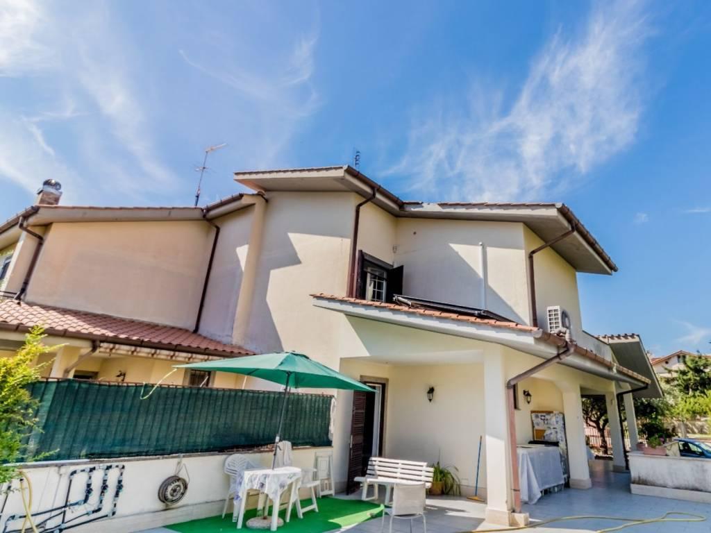 Villa in vendita a Ciampino, 6 locali, prezzo € 429.000 | CambioCasa.it