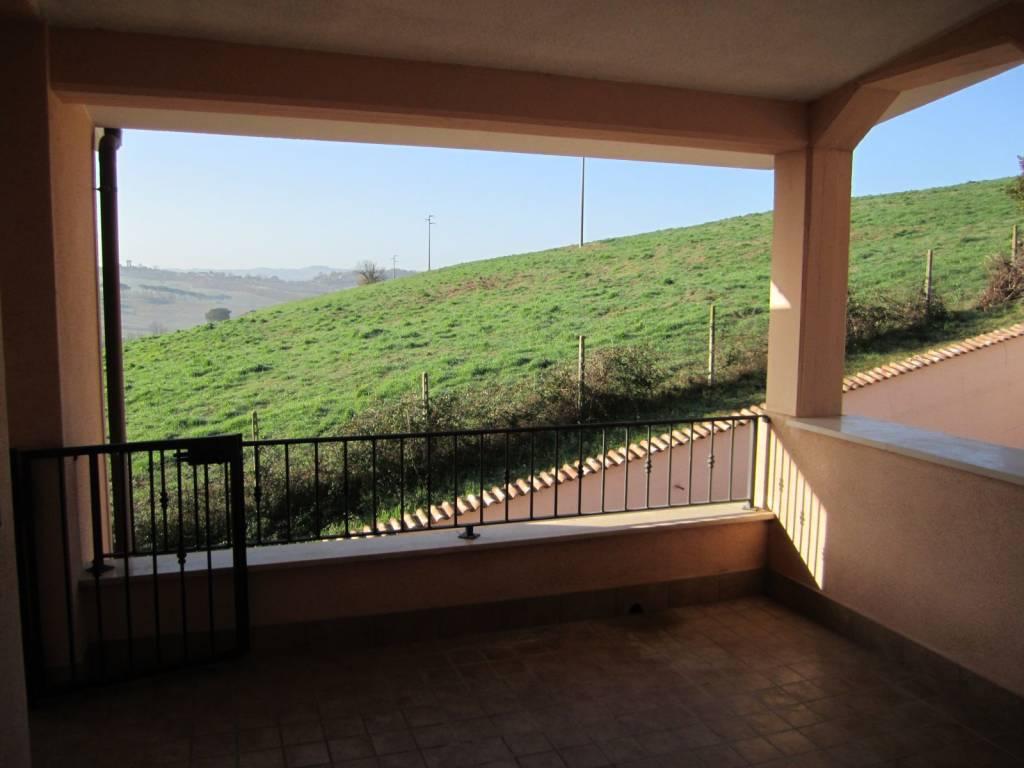 Appartamento in vendita a Rignano Flaminio, 4 locali, prezzo € 105.000 | CambioCasa.it