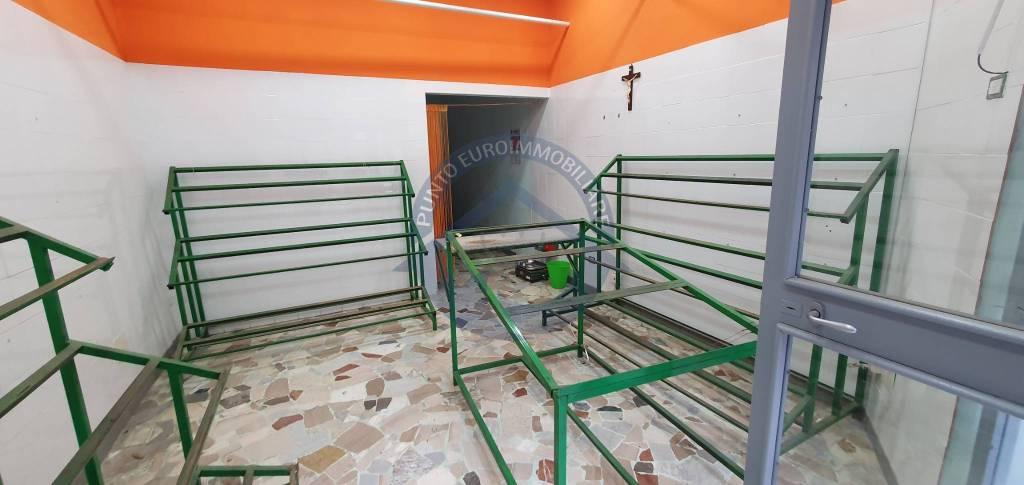 Negozio / Locale in affitto a San Giorgio a Cremano, 1 locali, prezzo € 450 | CambioCasa.it