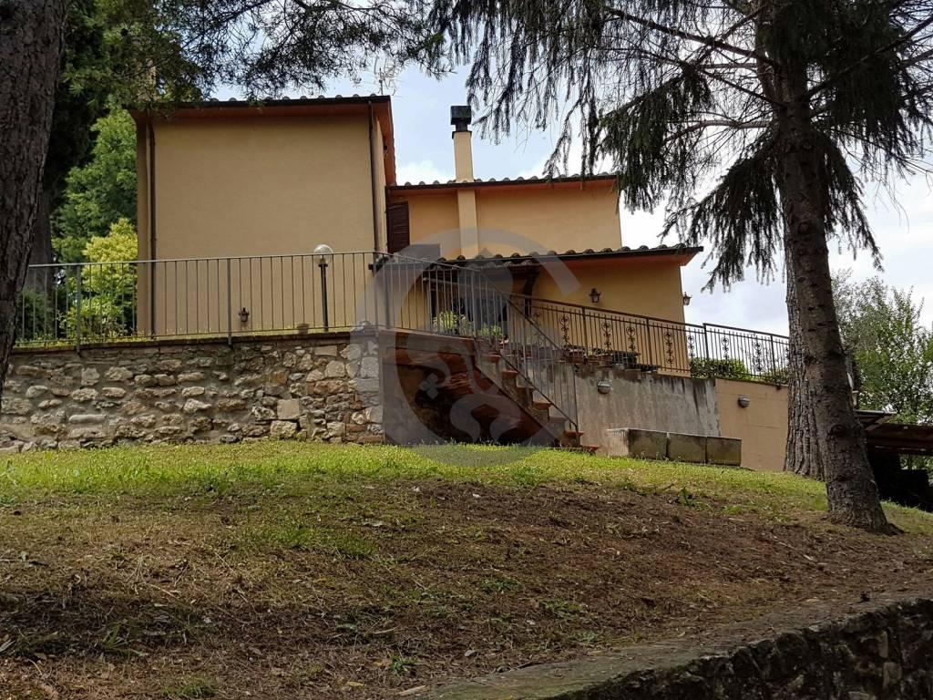 Villa in buone condizioni arredato in vendita Rif. 7448159