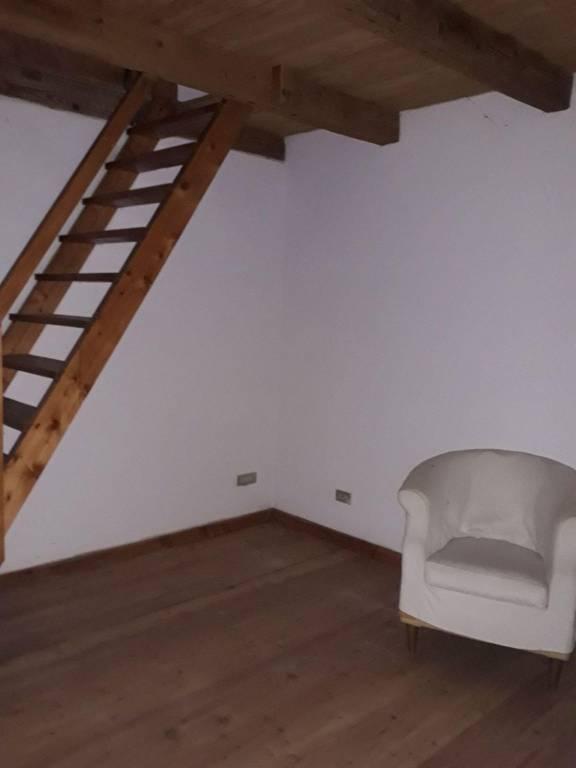 Villa in vendita a Rodigo, 10 locali, prezzo € 195.000 | CambioCasa.it