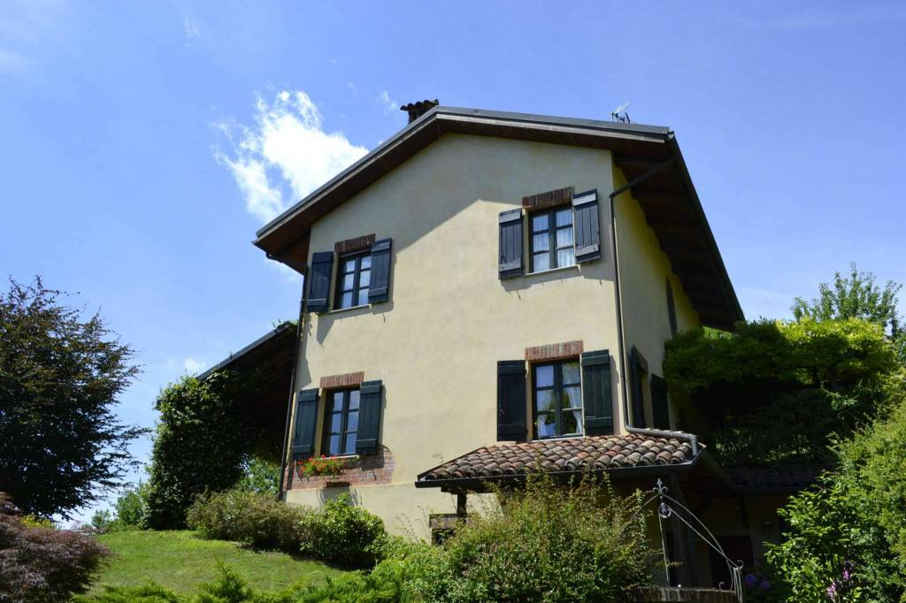 Villa in vendita a Soglio, 6 locali, prezzo € 250.000 | CambioCasa.it