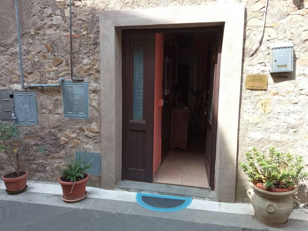 Appartamento in vendita a Villa San Giovanni in Tuscia, 4 locali, prezzo € 32.000   CambioCasa.it