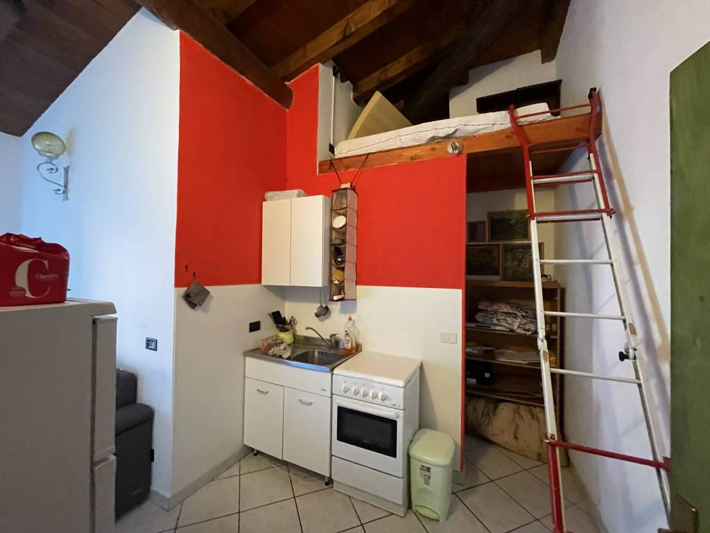 Appartamento in vendita a Ardenno, 3 locali, prezzo € 57.000 | CambioCasa.it