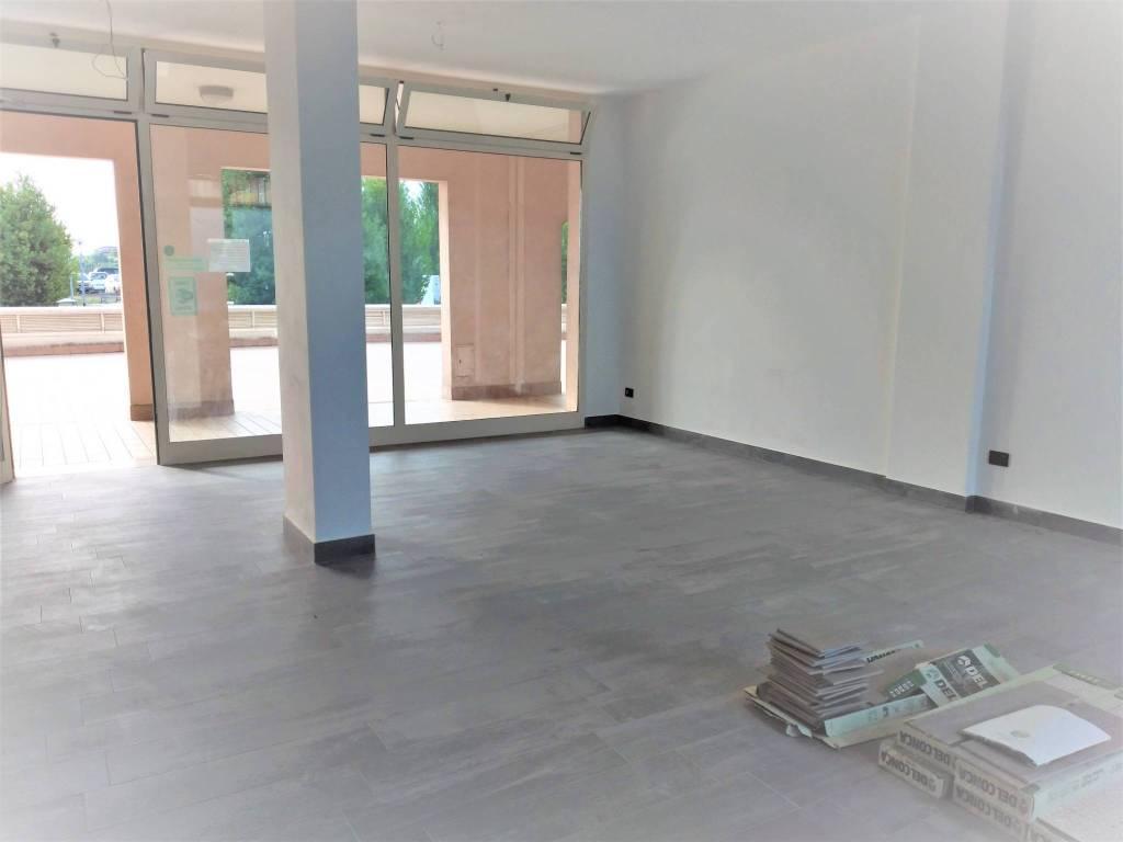 Negozio-locale in Affitto a Rimini Semicentro: 1 locali, 75 mq