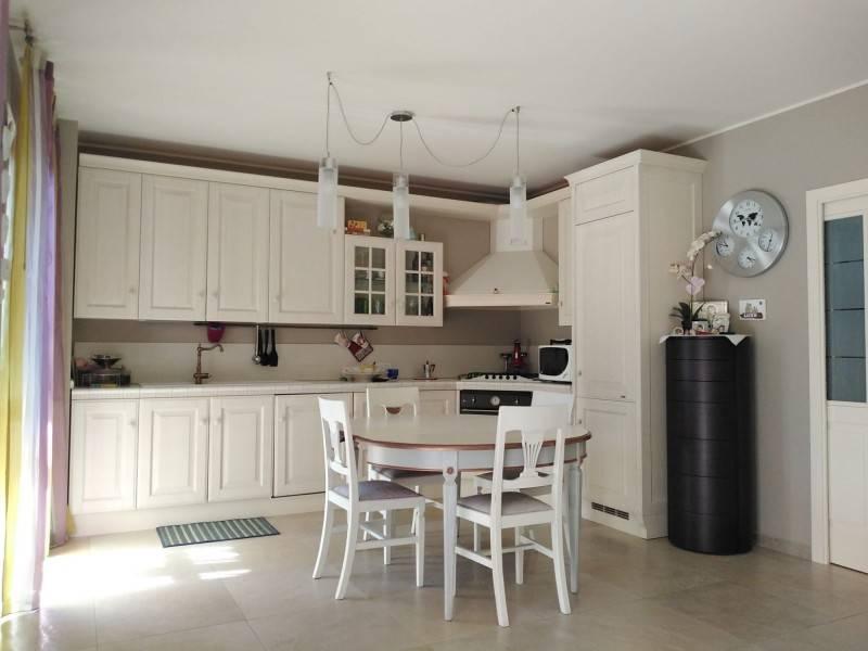 Appartamento in ottime condizioni arredato in vendita Rif. 5385535