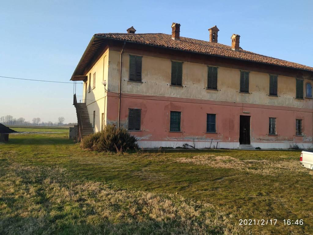 Rustico / Casale in vendita a Villanterio, 7 locali, prezzo € 450.000 | CambioCasa.it