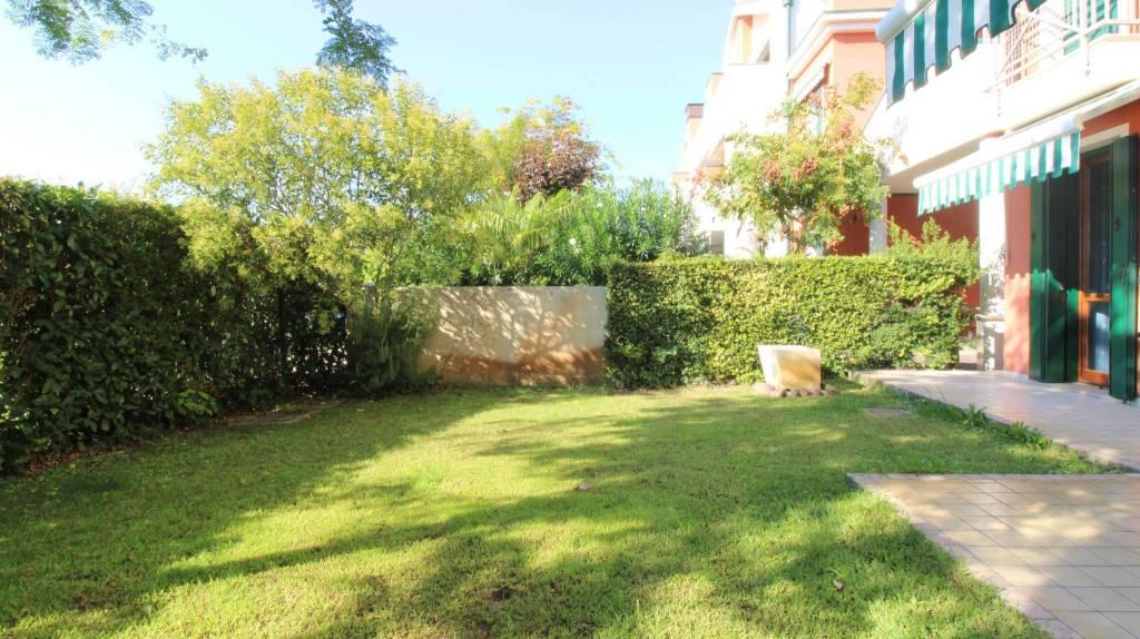 Appartamento con due camere al piano terra con giardino, foto 3