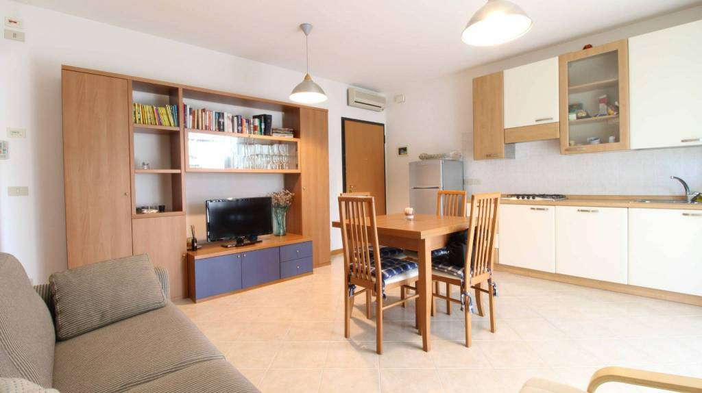 Appartamento con due camere al piano terra con giardino, foto 5