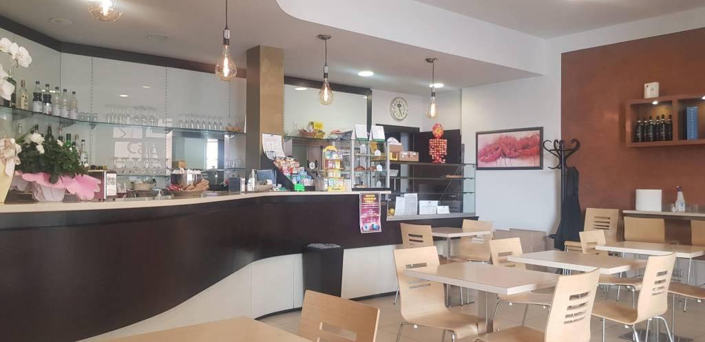 Bar in vendita a Castagnito, 2 locali, Trattative riservate | CambioCasa.it