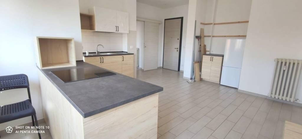 Appartamento in buone condizioni in affitto Rif. 8271260
