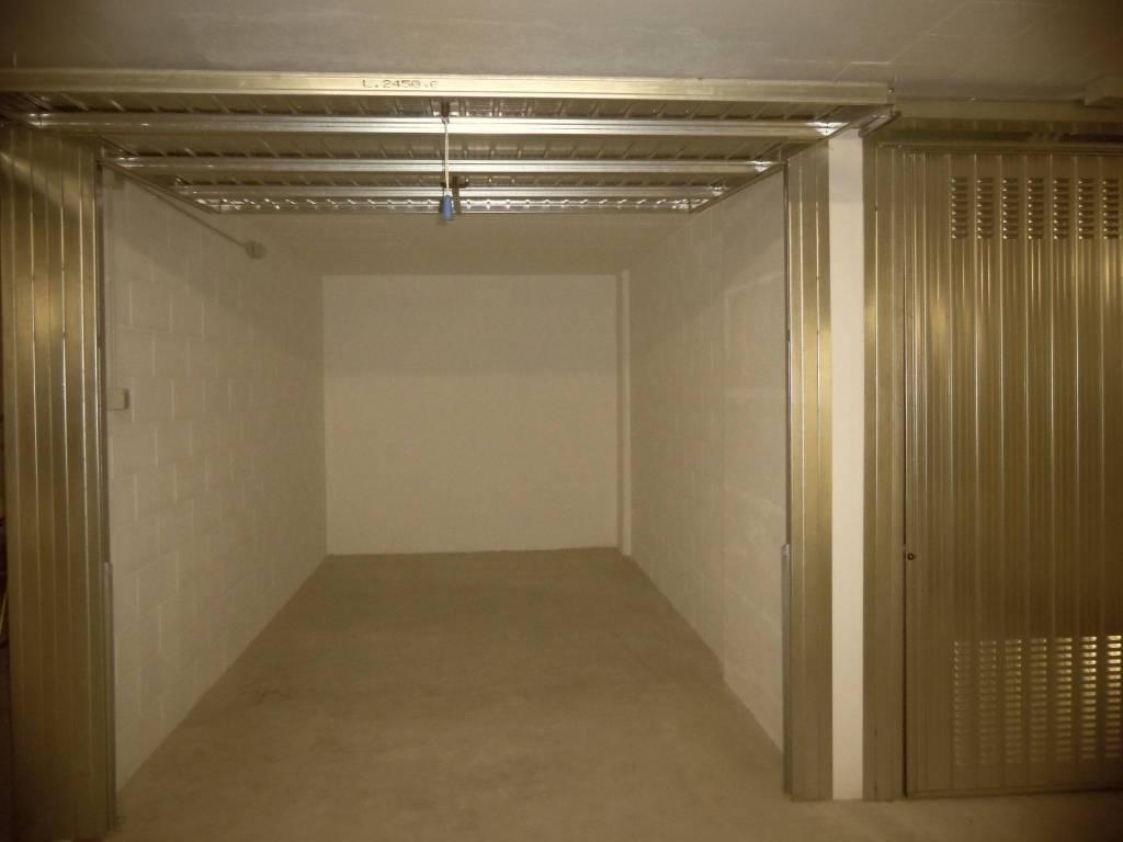 Box / Garage in affitto a Monza, 9999 locali, zona Zona: 3 . Via Libertà, Cederna, San Albino, prezzo € 100 | CambioCasa.it