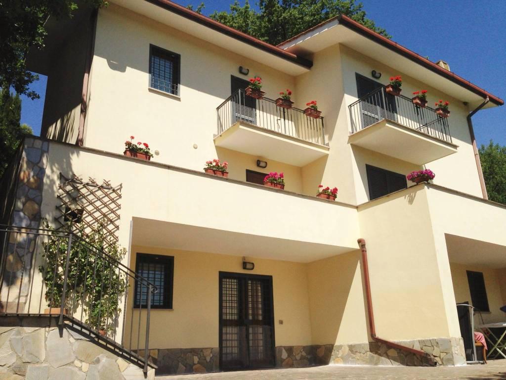 Villa in vendita a Rignano Flaminio, 8 locali, prezzo € 335.000 | CambioCasa.it