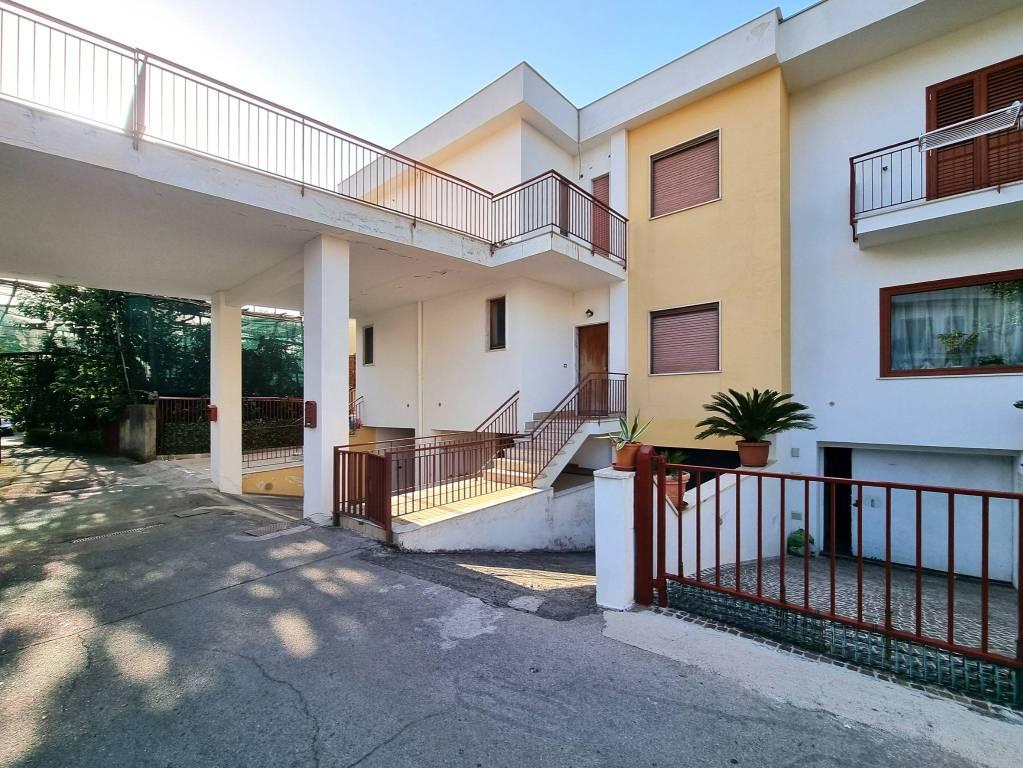 Villetta a schiera in buone condizioni in vendita Rif. 7889115