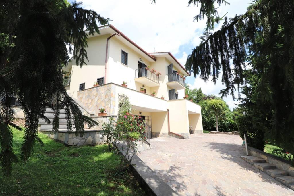 Villa in vendita a Morlupo, 8 locali, prezzo € 335.000 | CambioCasa.it
