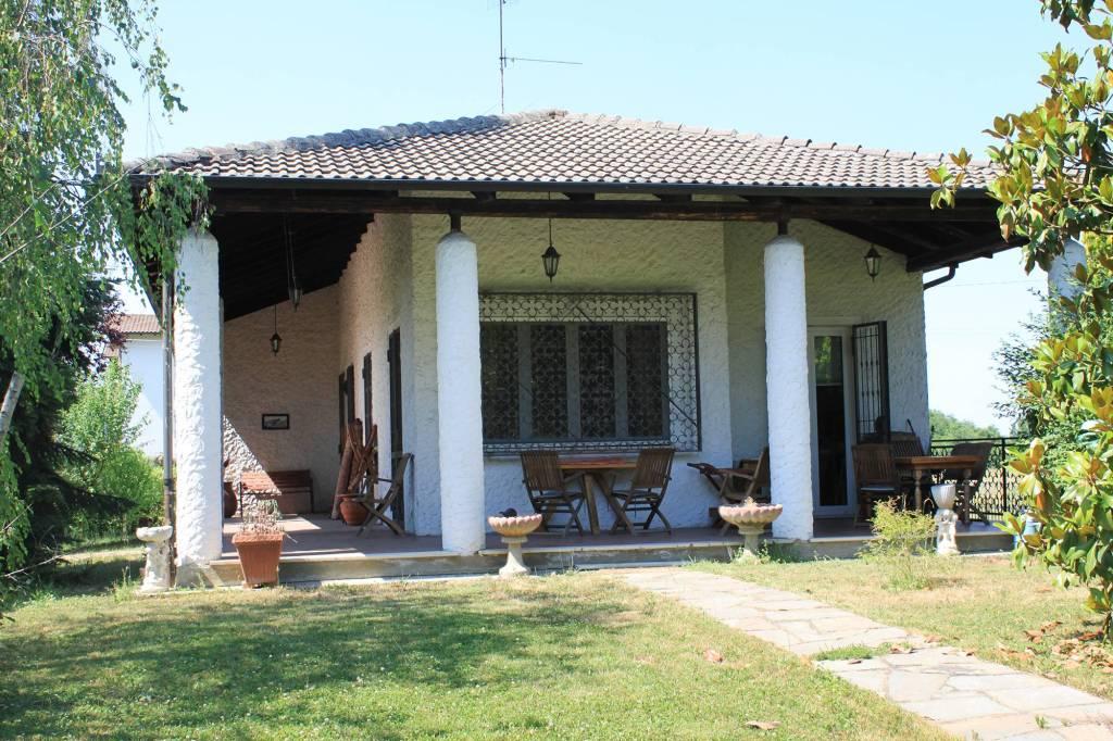 Villa in vendita a Predosa, 12 locali, prezzo € 440.000 | CambioCasa.it