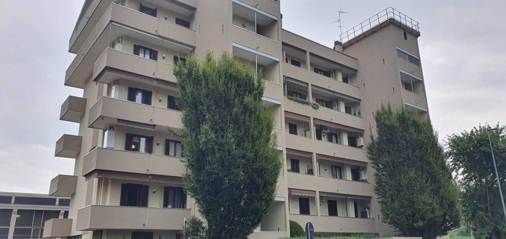 Appartamento in buone condizioni arredato in vendita Rif. 8644801