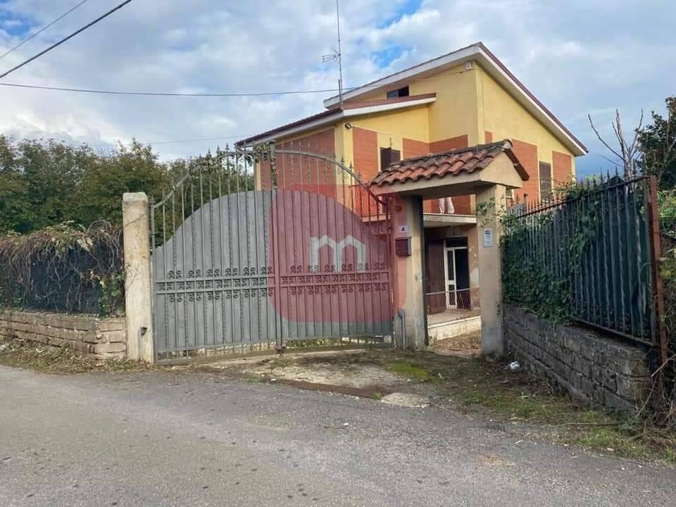 Villa in vendita a Palestrina, 7 locali, prezzo € 169.000 | CambioCasa.it
