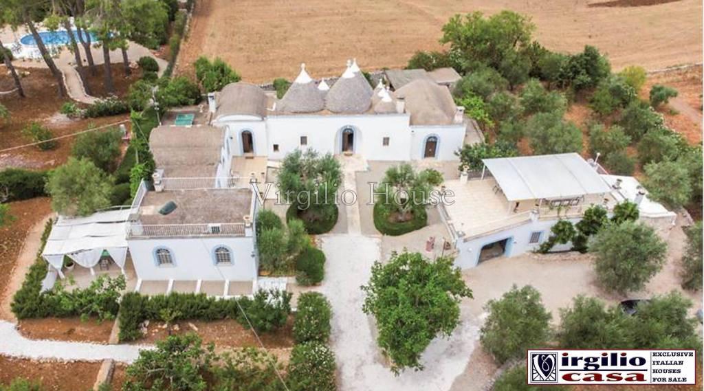 Rustico / Casale in vendita a Ceglie Messapica, 12 locali, Trattative riservate | CambioCasa.it