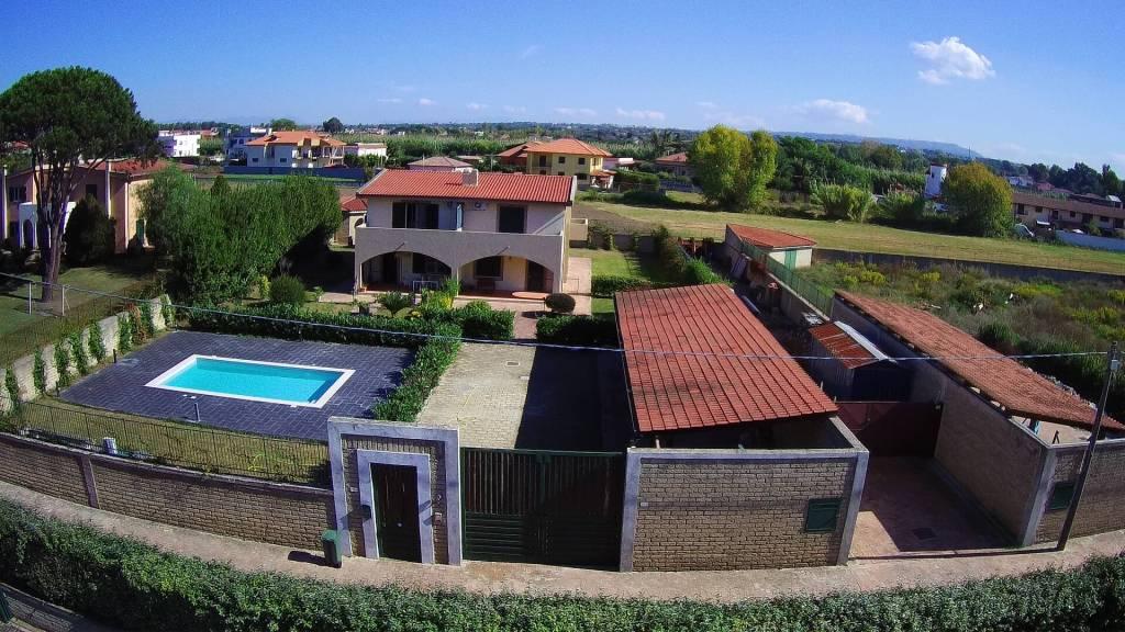 Villa in affitto a Giugliano in Campania, 4 locali, prezzo € 1.500   CambioCasa.it