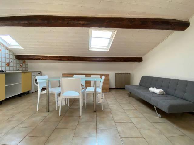 Attico / Mansarda in affitto a Verona, 2 locali, zona Zona: 2 . Veronetta, prezzo € 450   CambioCasa.it