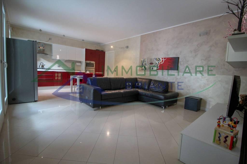 Appartamento in vendita a Somma Lombardo, 3 locali, prezzo € 149.000   CambioCasa.it