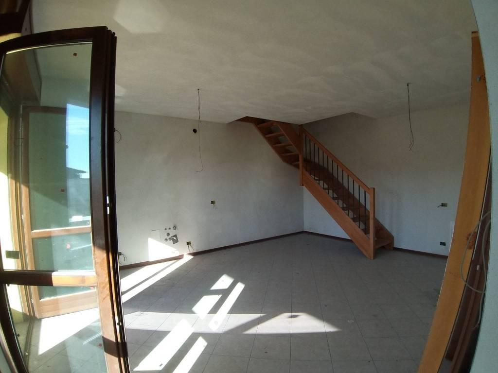 Appartamento in vendita a Solbiate Olona, 3 locali, prezzo € 114.000 | CambioCasa.it
