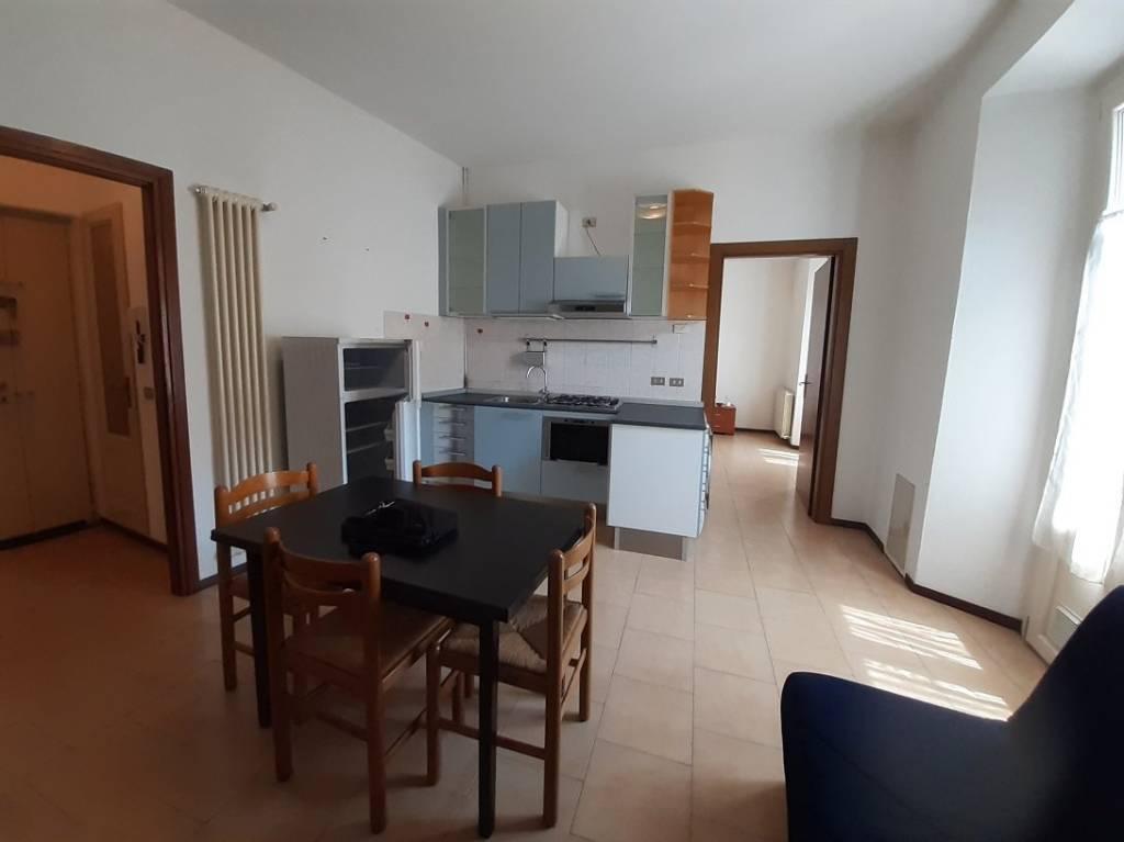 Appartamento in buone condizioni arredato in affitto Rif. 8199783