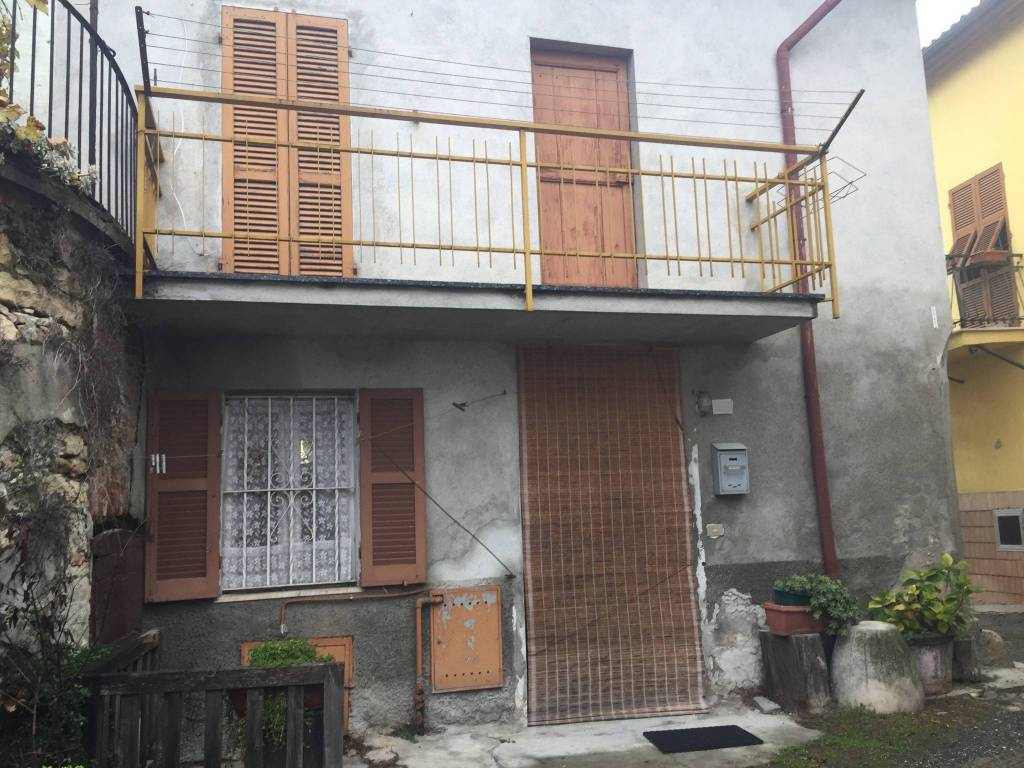 Appartamento da ristrutturare parzialmente arredato in vendita Rif. 4966716