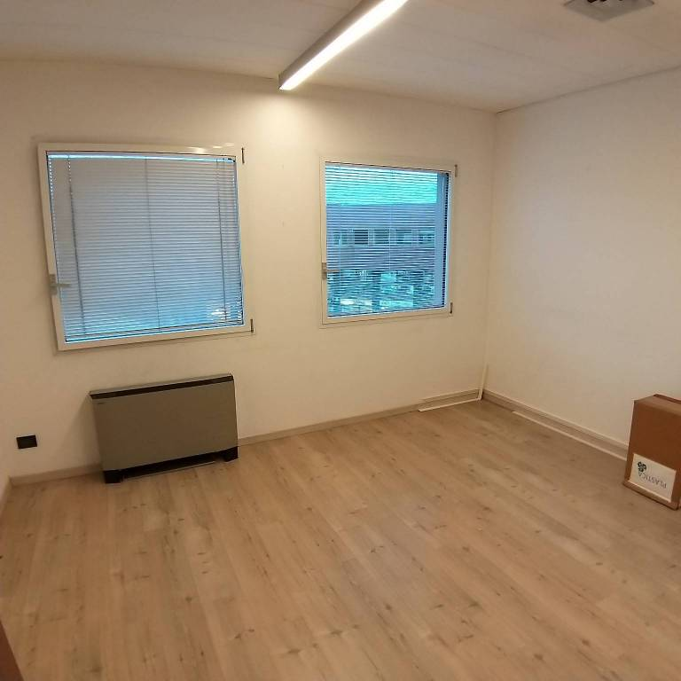 Ufficio / Studio in affitto a Villa Guardia, 3 locali, prezzo € 1.100 | CambioCasa.it