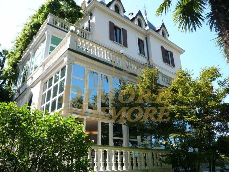 Villa in vendita a Luino, 4 locali, Trattative riservate | CambioCasa.it