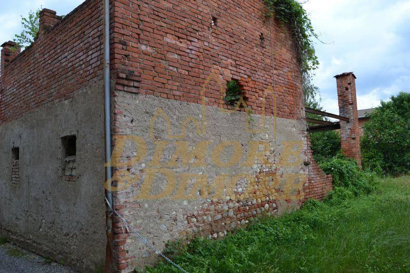 Rustico / Casale in vendita a Suno, 4 locali, prezzo € 75.000 | PortaleAgenzieImmobiliari.it