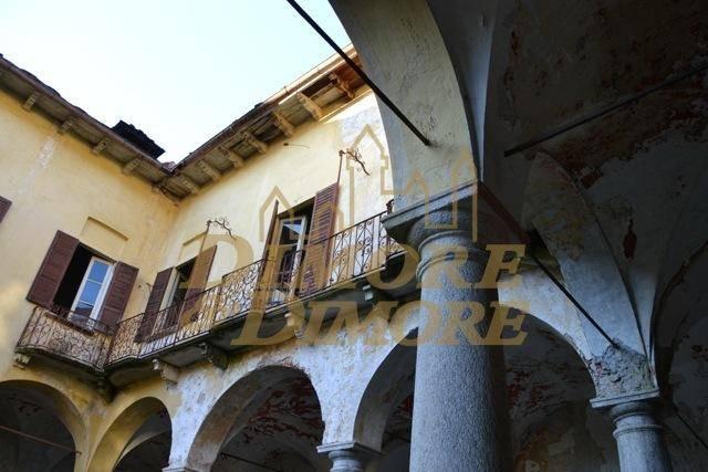 Rustico / Casale in vendita a Miasino, 19 locali, prezzo € 475.000 | CambioCasa.it