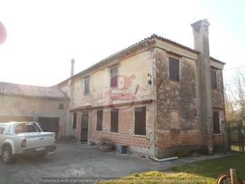 Rustico / Casale da ristrutturare in vendita Rif. 4443747