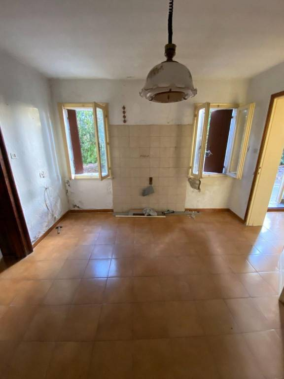 Villa da ristrutturare in vendita Rif. 8640045